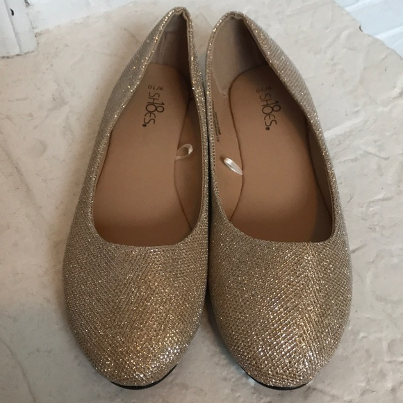 Shoes - NWOT Ladies Gold Slip On Shoes